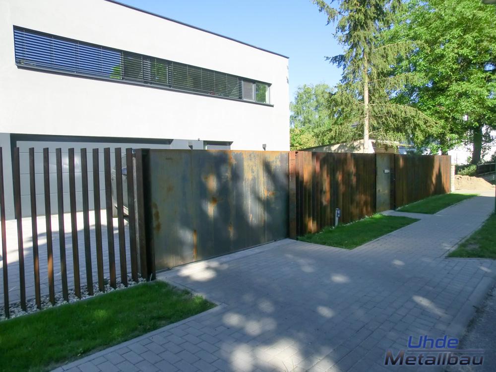 metallbau uhde aus thale im harz zaunanlage in berlin. Black Bedroom Furniture Sets. Home Design Ideas